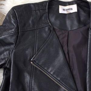 🌺MOTO style vegan leather all black jacket🌺